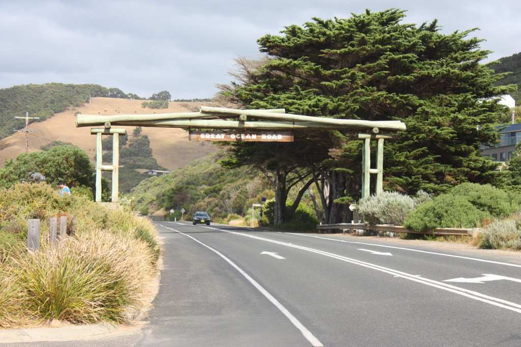 Memorial Arch - Eastern View - Great Ocean Road